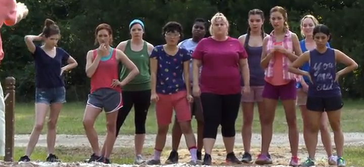 Video goes behind the scenes at pitch perfect 2 a - Pitch perfect swimming pool scene ...